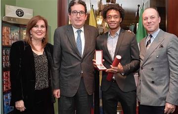 Juan Guillermo Cuadrado es galardonado en Italia