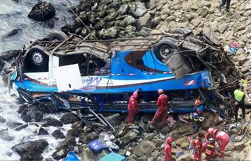 Perú: Más de 35 personas murieron tras la caída de un bus