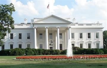 Auto choca contra barrera de seguridad de la Casa Blanca