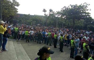 Gustavo Petro responde con plaza llena en Medellín
