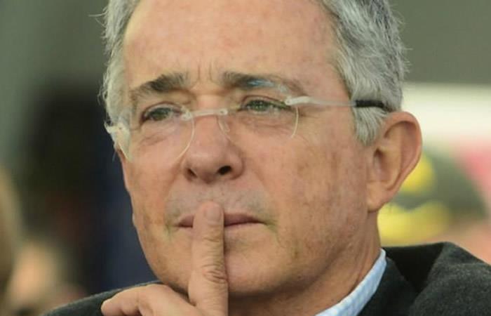 Álvaro Uribe y la polémica llamada de 'falsos testigos' que investiga la Corte