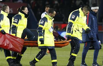 Neymar sale en camilla en Marsella