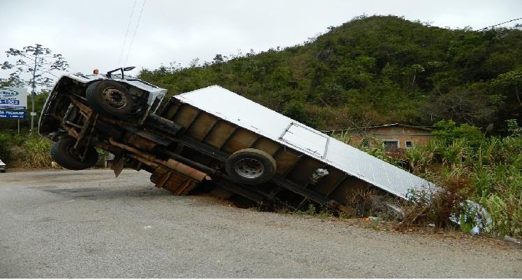 Camión se accidentó en la Variante de Caldas que conduce a Medellín