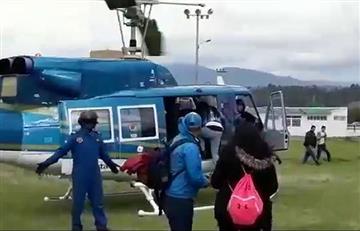 Polémica por candidato que aterrizó en helicóptero en una cancha de fútbol