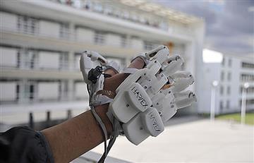 Impresionante guante permitiría manipular objetos virtuales
