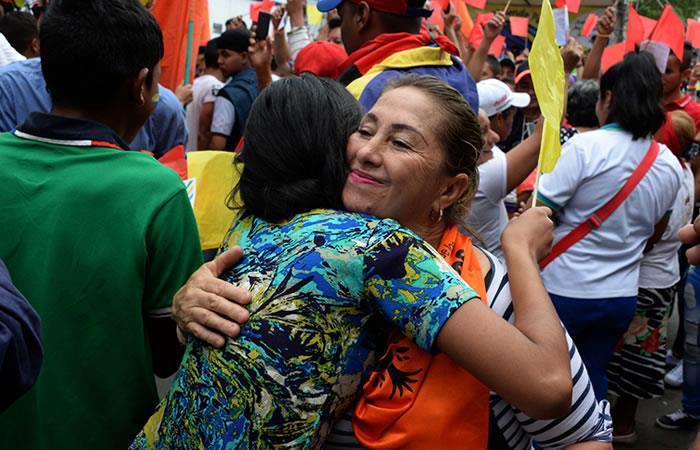 Colombianos y venezolanos protagonizan 'Abrazatón por la paz'