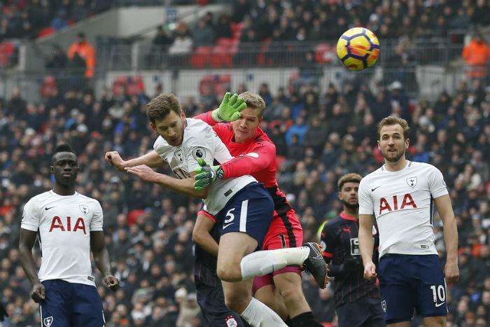 Sánchez es titular en la victoria del Tottenham