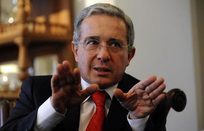 Senador Uribe tiene que retractarse por trino contra Daniel Coronell