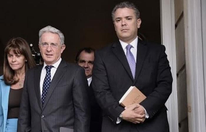¿Iván Duque contradice lo que afirma Álvaro Uribe Vélez?