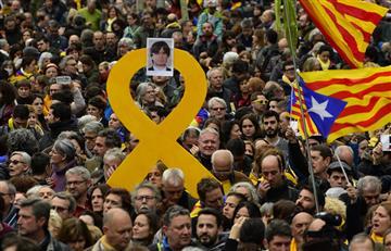 Puidgemont es arrestado y miles de personas protestan en Barcelona