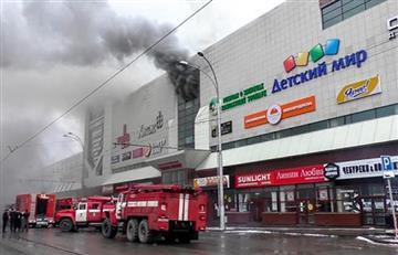 Al menos 37 personas murieron en un incendio dentro de un Centro Comercial en Rusia