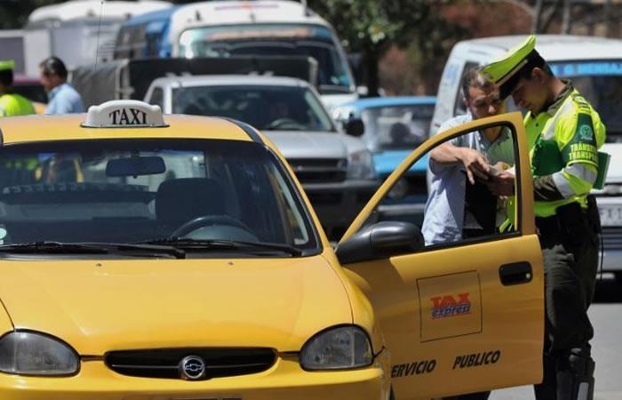 Inician las nuevas tarifas para taxistas y menos de mil taxis tienen la tableta