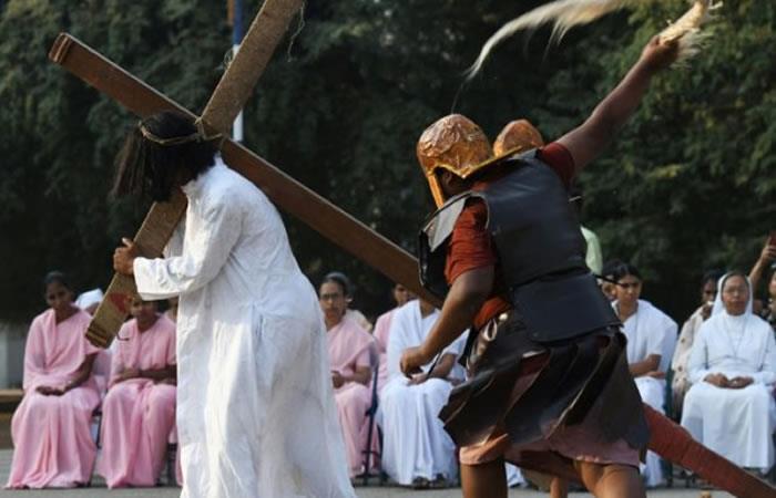 Fotos: Las crucifixiones del Viernes Santo en Filipinas