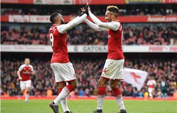 El Arsenal de Ospina gana al Stoke en sufrido partido