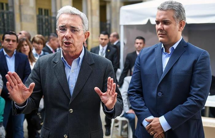 El expresidente Álvaro Uribe y el ganador de la consulta del Centro Democrático Alternativo, Iván Duque. Foto: AFP