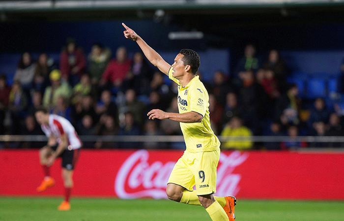 Carlos Bacca anotó gol con el Villarreal al Sevilla de Luis Fernando Muriel