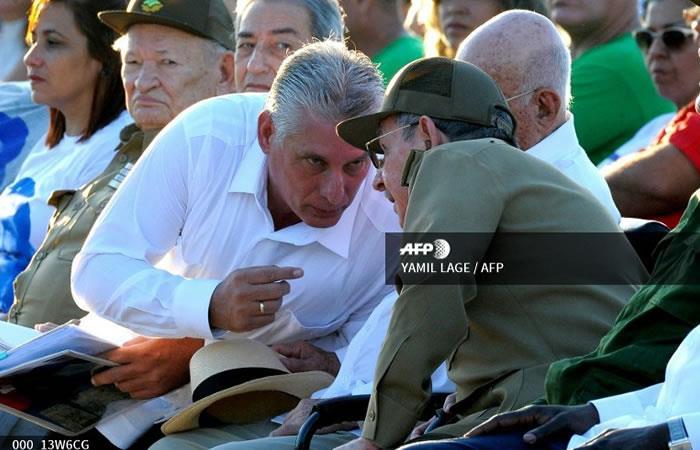 El presidente cubano Raúl Castro (R) con el primer vicepresidente Miguel Díaz Canel (L). Foto: AFP