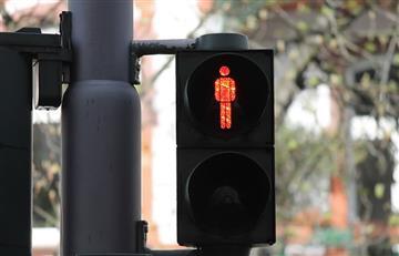 China: Implementan sistema que moja a los peatones que cruzan en rojo