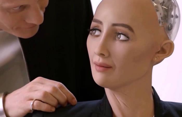 Cuatro androides salen al rescate de la robot Sophia y de la AI en eMerge