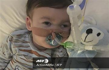 Reino Unido desconecta a bebé en estado vegetativo, pero Italia quiere salvarlo