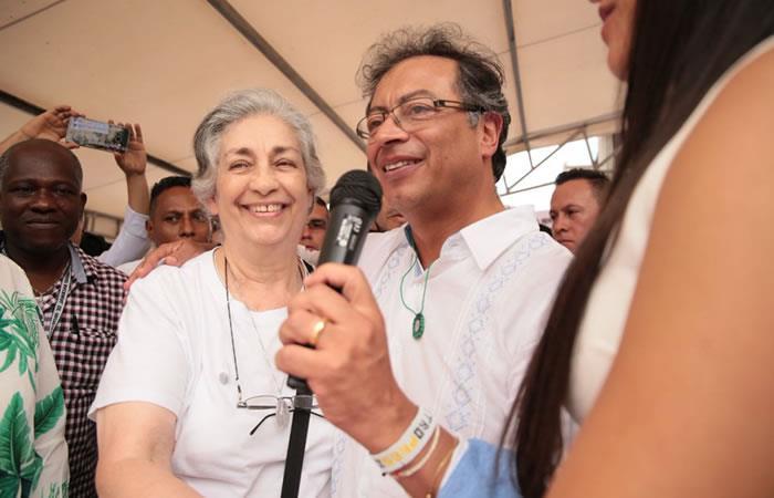 Gustavo Petro recibe el apoyo de la mamá de Claudia Gurisatti