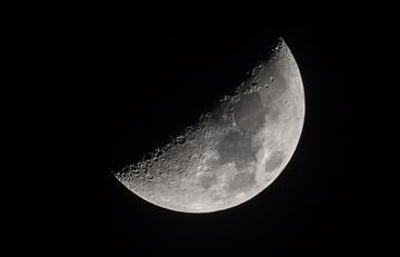 Video: Astrónomo grabó tres OVNIS cerca a la Luna