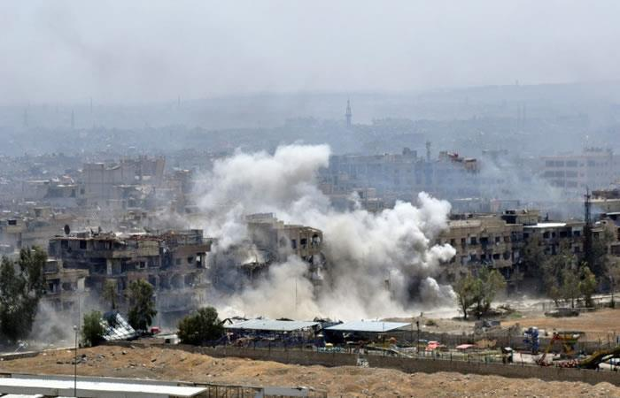 Campo de refugiados palestinos de Yarmuk, al sur de Damasco, durante un ataque. Foto: AFP