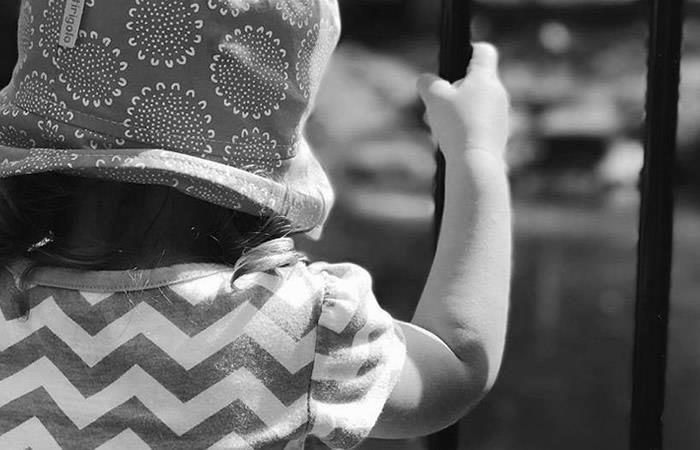 Violan y torturan con ácido a menor de tres años