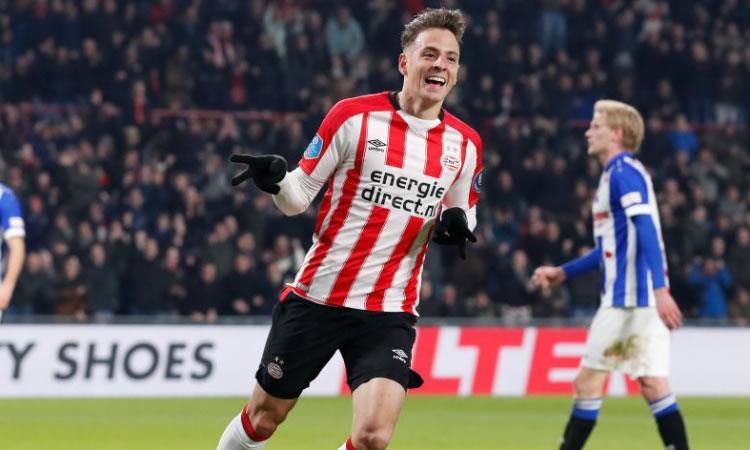 Santiago Arias elegido como el mejor jugador de la temporada en Holanda