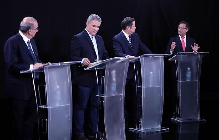 Los candidatos a la presidencia durante el debate por Bogotá. Foto: EFE