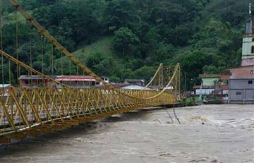 Crecida del río Cauca por Hidroituango arrasa con puentes y viviendas