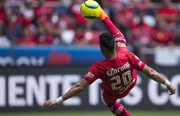 Fernando Uribe con gol de chilena y triplete se luce en México