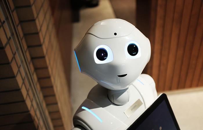 Zoho presenta el primer robot asistente personal del área de ventas empresariales