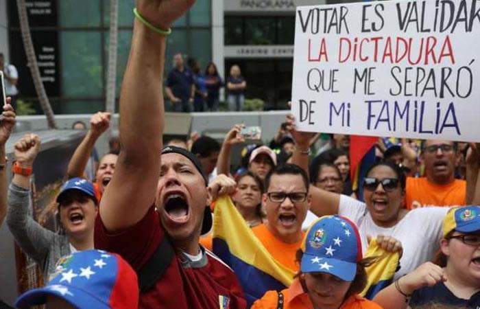 Miles de venezolanos protestaron en Colombia contra las presidenciales de su país