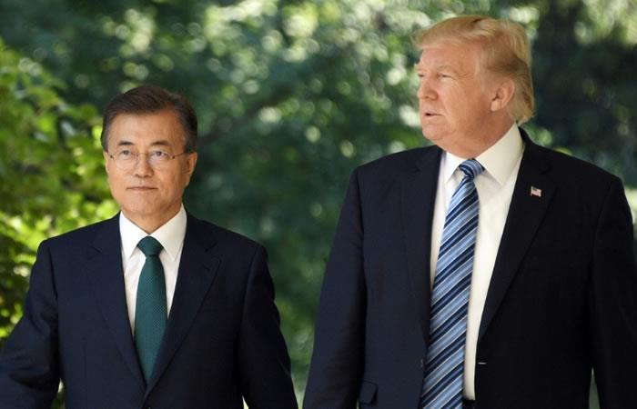 El presidente surcoreano Moon Jae-in (D) y el presidente estadounidense Donald Trump. Foto: AFP