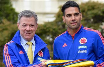 Juan Manuel Santos entregó la bandera de Colombia a la Selección