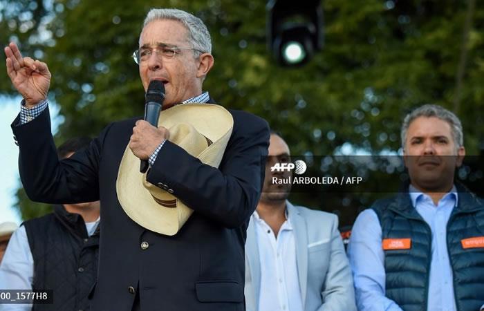 Cables diplomáticos de EE.UU. comprometen a Uribe con el narcotráfico