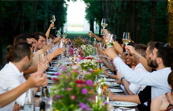 Pareja invita a su boda a más de 200 personas y se van sin pagar