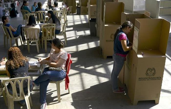 Policías ya hacen presencia en los 10.000 puestos de votación: MinDefensa
