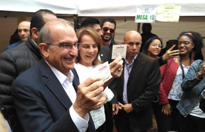 De la Calle destaca que su voto fue en un 'ambiente de paz'