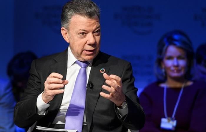 Santos firma la adhesión de Colombia a la OCDE