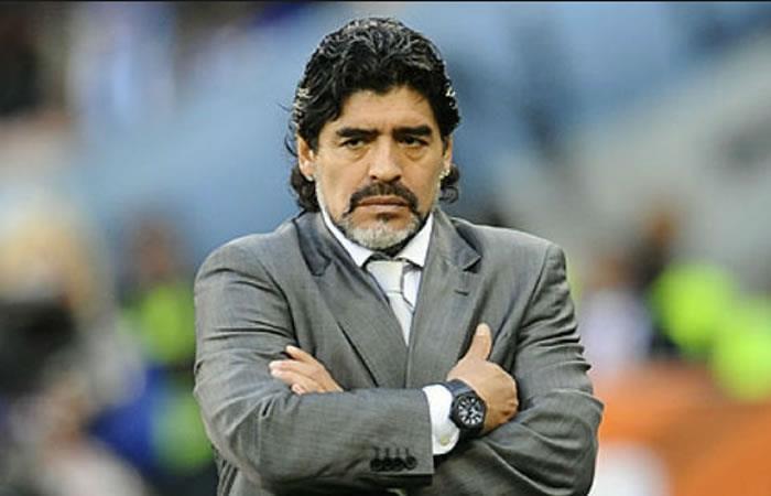 Diego Maradona fue operado con éxito de la rodilla