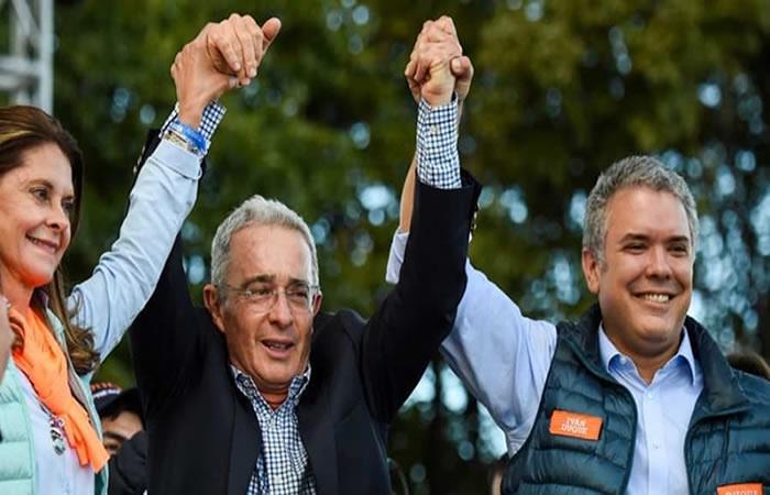 Uribe, Duque y Ramírez celebran la victoria de este 17 de junio. Foto: AFP