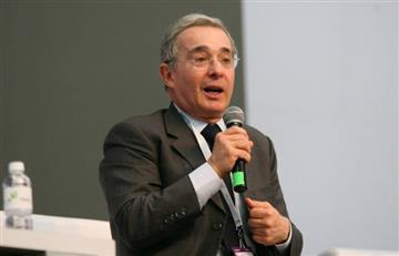Insultan a Álvaro Uribe por celebrar gol de la Selección Colombia