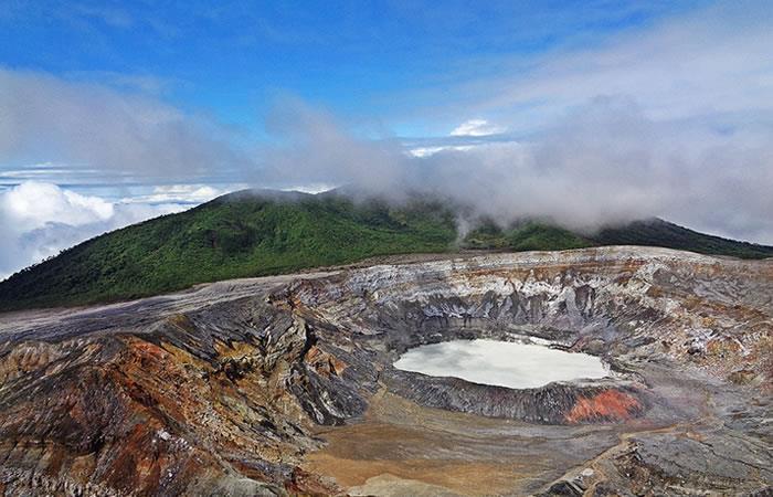 Los microbios del volcán poás evidenciarían actividad hidrotérmica en el planeta rojo. Foto: Pixabay