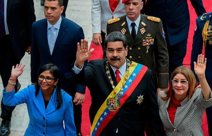 Nicolás Maduro, Cilia Flores y Delcy Rodríguez. Foto: AFP.