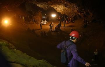 Tailandia: Doce niños continúan atrapados en una cueva
