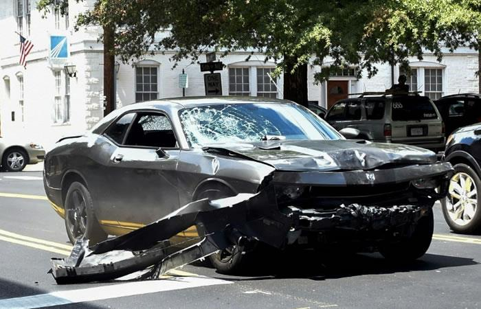 El Dodge Charger que conducía James Fields y con el que atropelló a un grupo de activistas en Charlottesville, Virginia. Foto: AFP