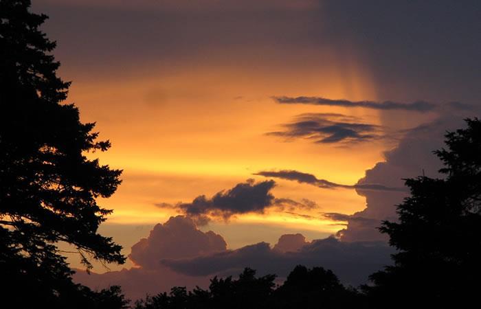 Video: Mujer asegura haber visto a Dios entre las nubes