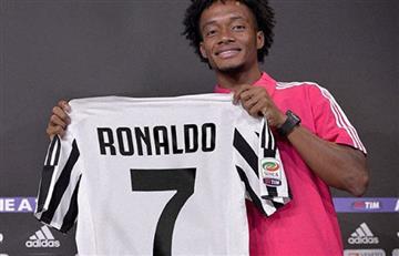Cuadrado le da la bienvenida a Ronaldo con su dorsal 7